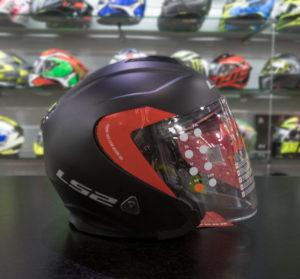 c6a43cb23f94e El LS2 Infinity fabricado en tri-compuesto tiene una composición inusual en  este tipo de cascos